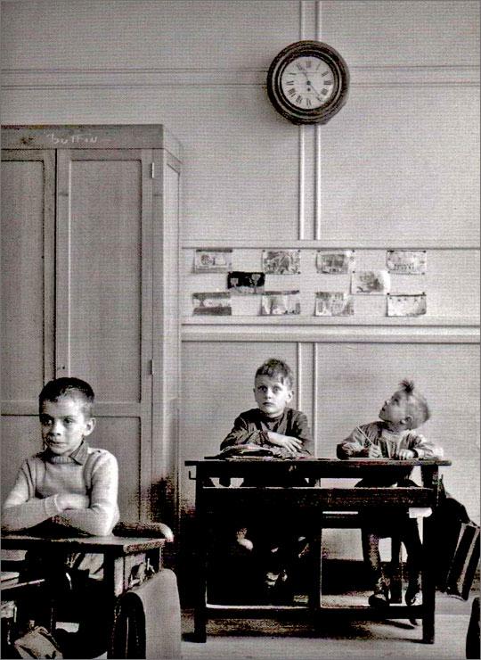 robert-doisneau-photo-enfant-la-pendule-1957